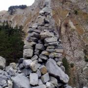 Déposer une pierre en souvenir de passage à l'Estrop